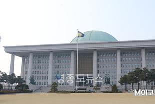 이해충돌장지법, 국회 정무위 8년 만에 통과